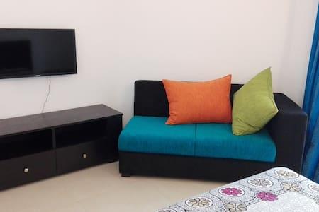 Circle Ceylon 2 Bedroom Unit 5 mins to Mount Beach - Dehiwala-Mount Lavinia