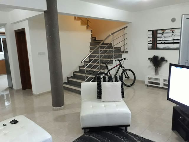 Comfy and Practical Paphos House - Paphos - House