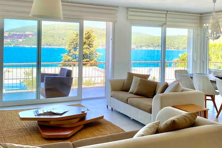 Stunning Seaside Villa with Pool and View / Bodrum