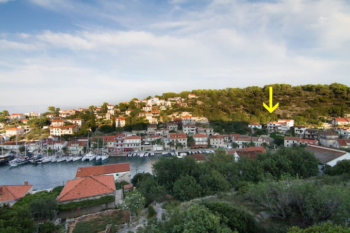 Apartment Marko A1-Mali Stomorska, Island Solta