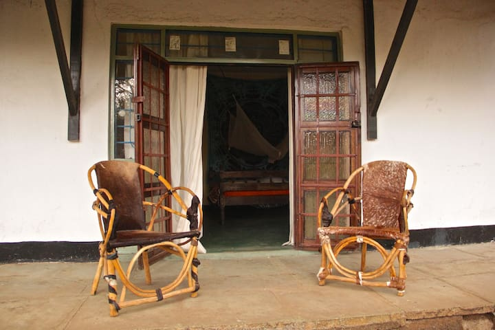 Fully-equipped Cottage in Garden of Arts Centre - Arusha - Huis
