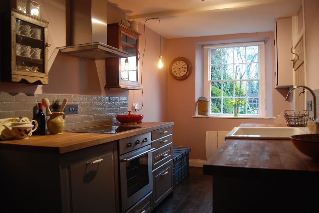 Kitchen, with induction hob, oven, fridge, washing machine and dishwasher