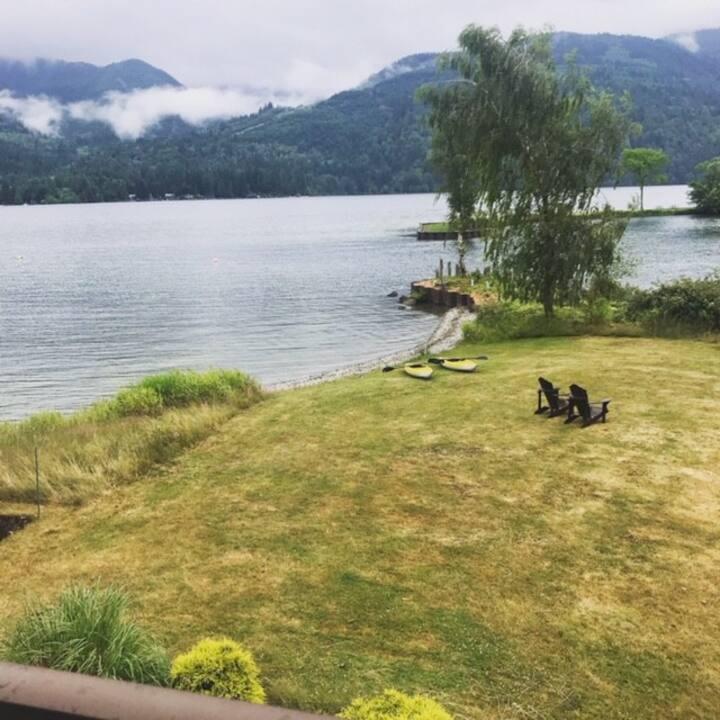 Private 2 bedroom Lakeshore Chalet serene getaway
