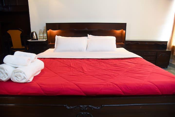 Modern En-Suite Room & Bathroom|Good Location