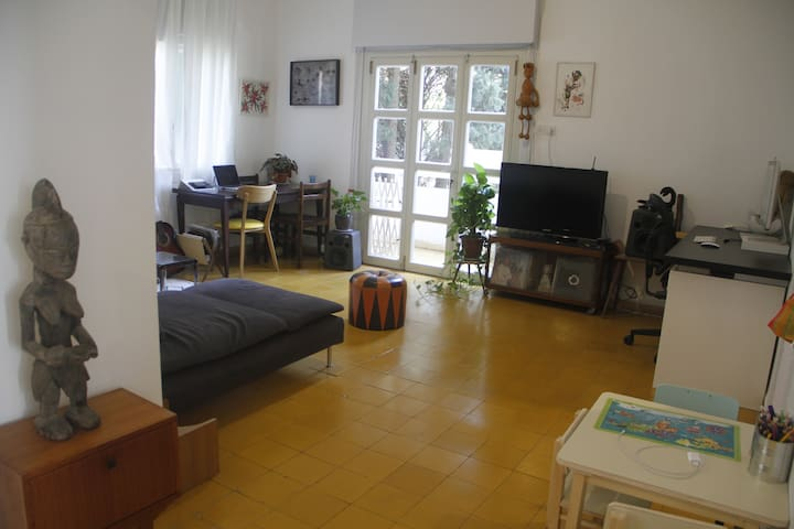 Perfectly located, beautiful, 2 bedroom apartment