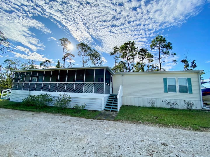 """A Wave From It All"" 4 bd-2bth, Port St. Joe Beach"