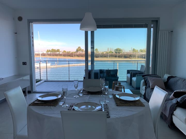 Deluxe apartment at the touristic port of Jesolo