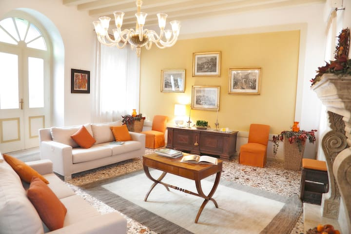 Casa in Borgo dimora antica tra Venezia e Dolomiti - Polcenigo - Casa
