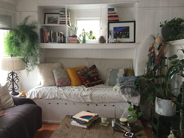 Month-to-Month Private Room in Venice Beach