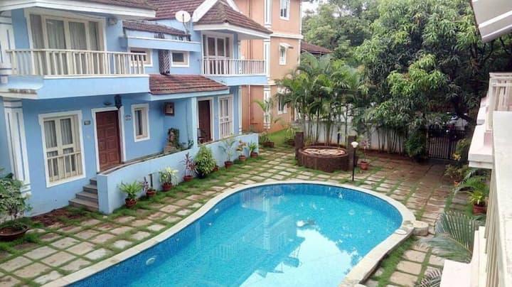 Cozy Service apartments near the Vagator beach YO
