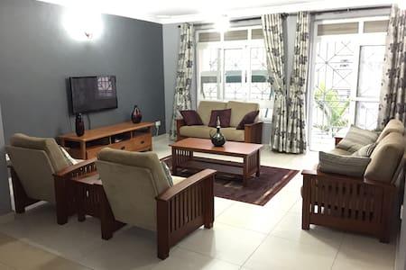 Sunny Restive Space - Kampala - Flat