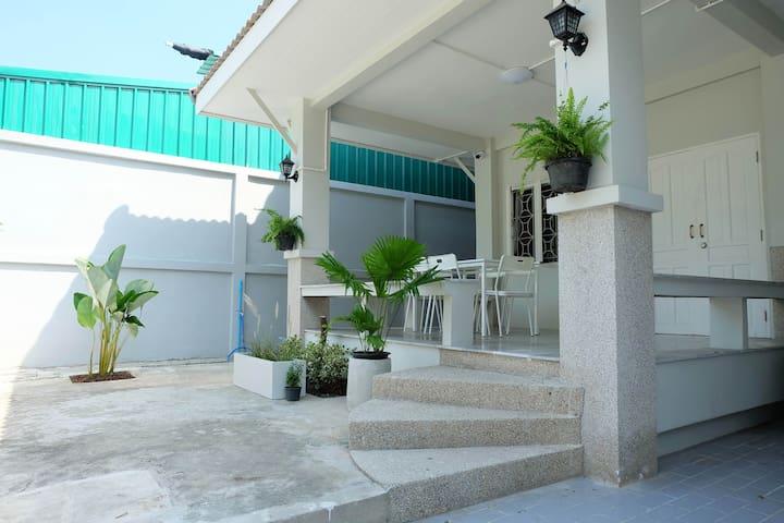 บ้านพักบางแสน BaanChananya Bangsaen