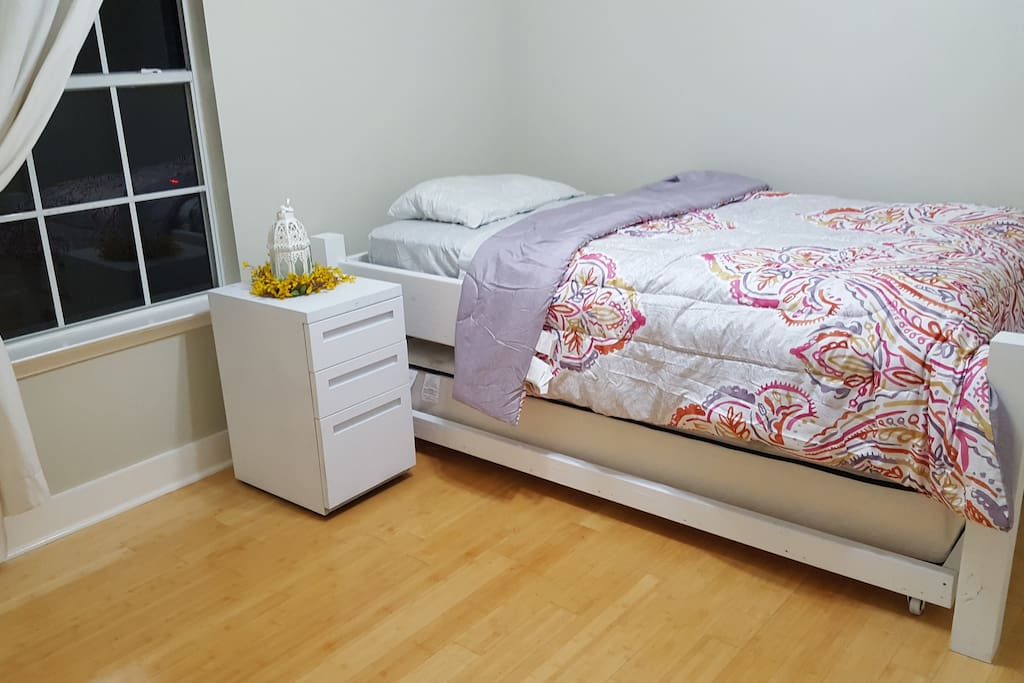 Full XL trundle bed (fits two people)