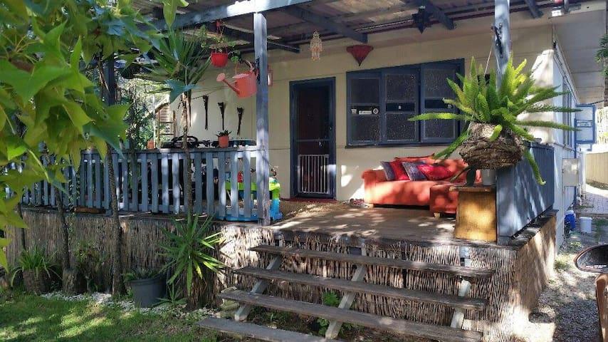 Peaceful Beach Cottage - Alexandra Headland - Dom