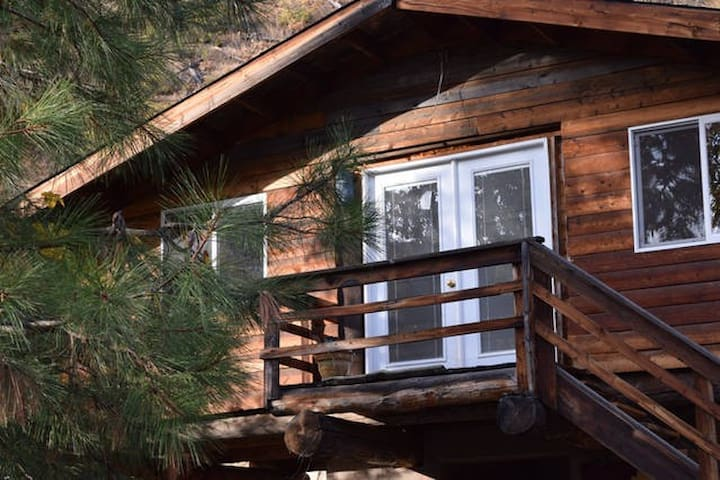 Mountain View Glamping: Cabin, Tipi & Bath House