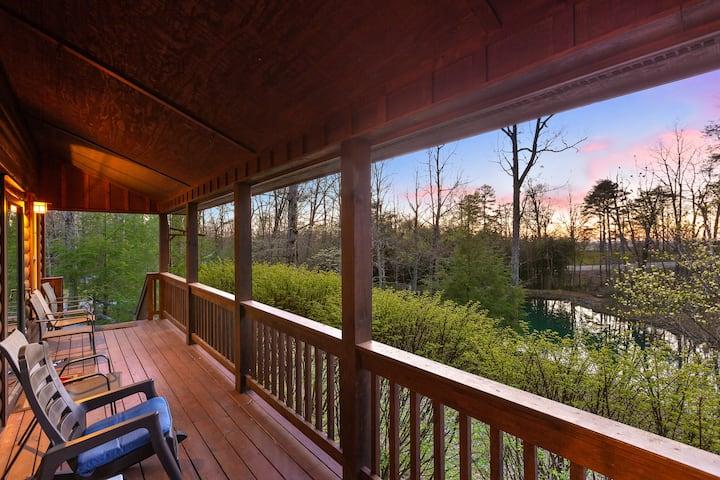 Hemlock Cottage - Log Cabin on Lookout Mountain