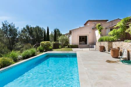 Villa 110 m2-6 personnes-Piscine-3 chambres-2 sdb - Mallemort - Villa