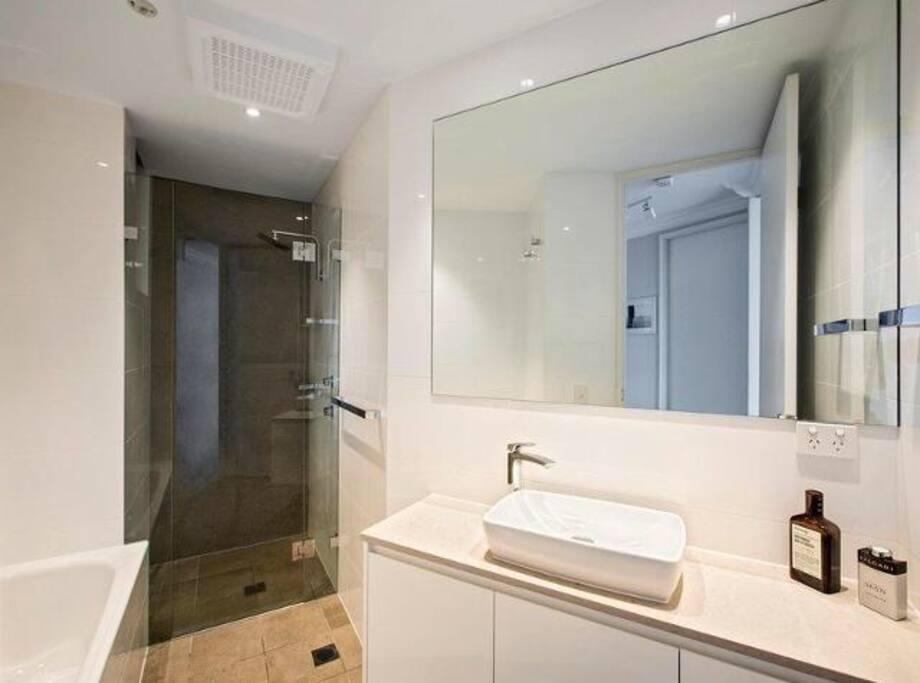 Big, clean bathroom with bath