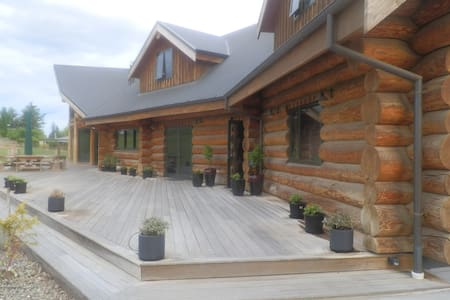 Log House peace and tranquil setting- 2 rooms - Alexandra