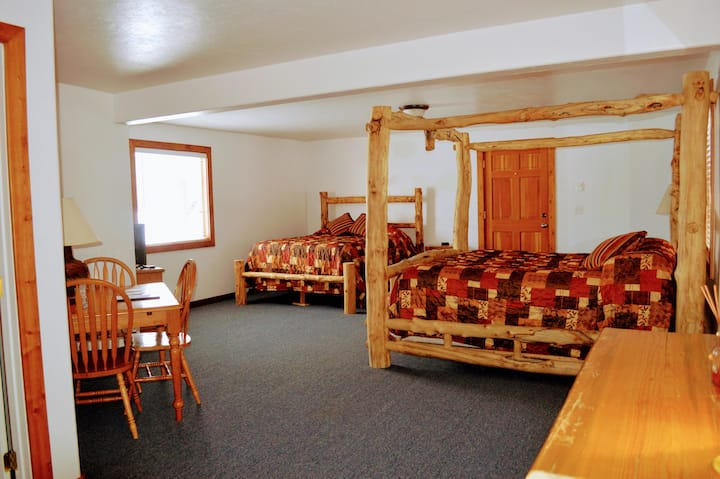 Little Moose Lodge: King/Queen (Room 1 of 7)