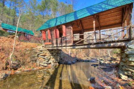 RiversEdge Covered Bridge Cottage / Dog Friendly - Vilas - Casa