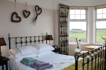 Solway Historic Countryside Retreat - Cummertrees - Bed & Breakfast