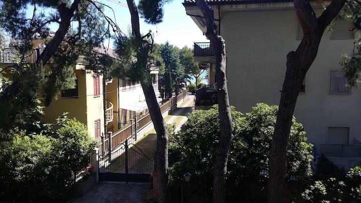 In Villa tra i pini a 50 metri dal mare !!