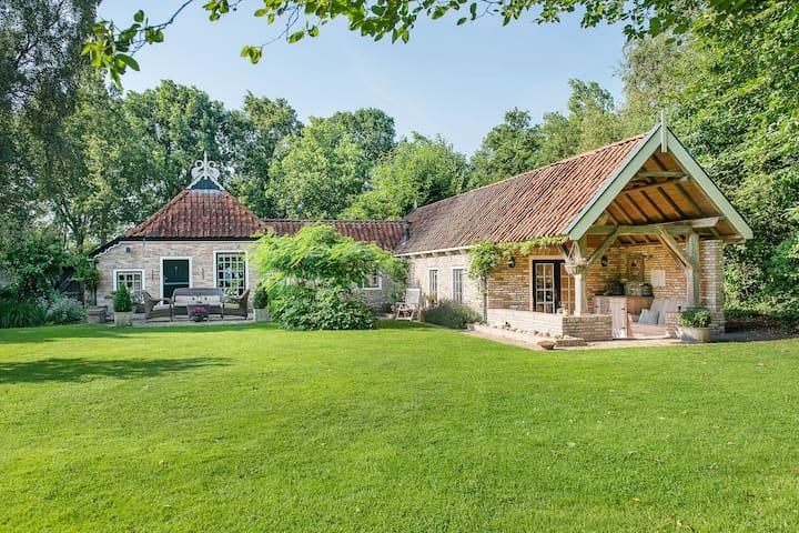 Paradise with 3000 m Garden - Lippenhuizen - House