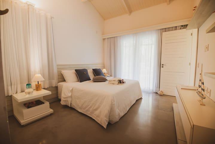 Room  4  Makani - reversible into 2 single beds