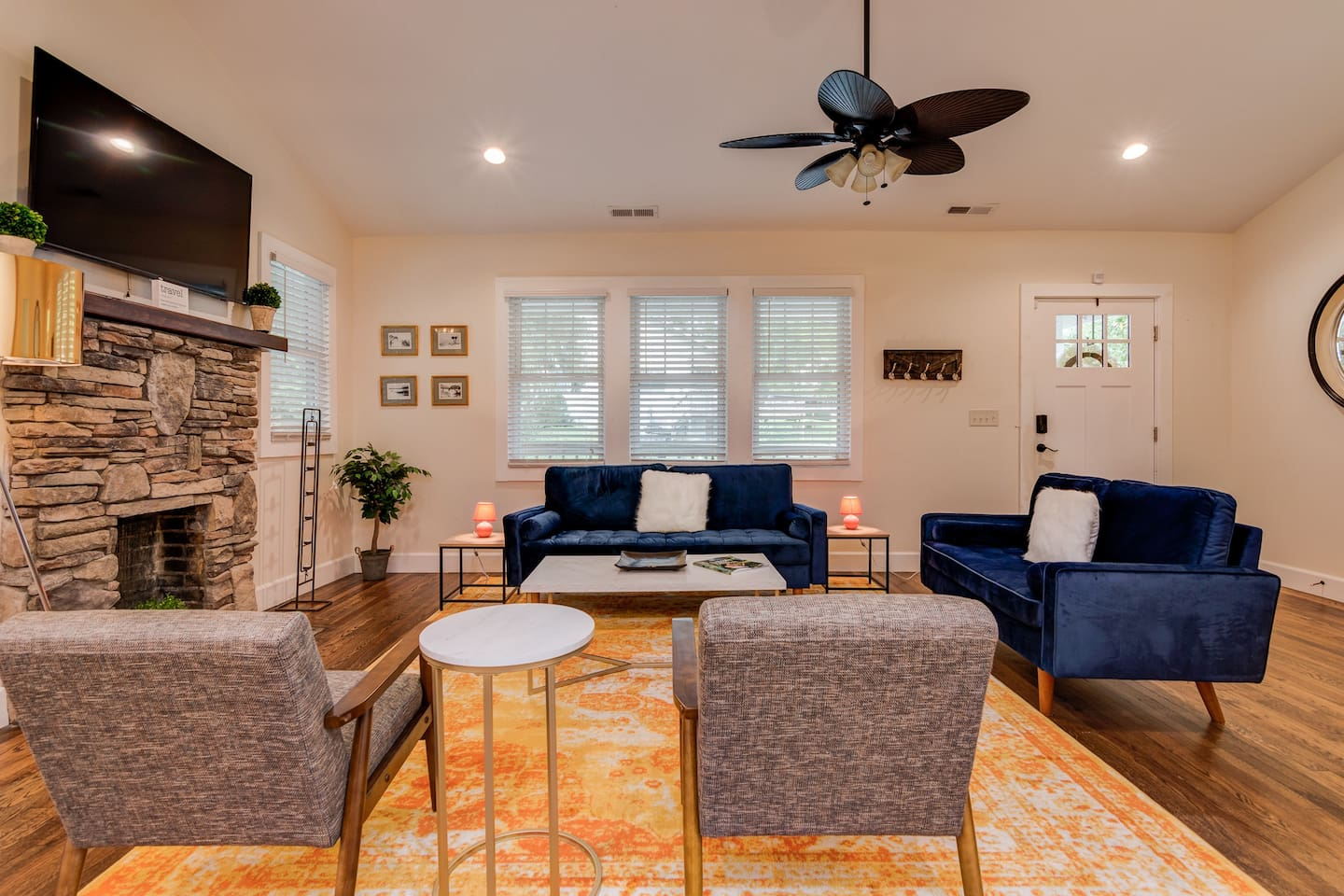 Historic Hendo Bungalow inviting living space!