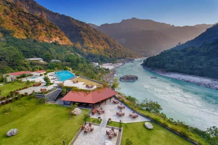 ALOHA ON  GANGES  LUXURY STAY ,ONE BR ,DAY ROOM