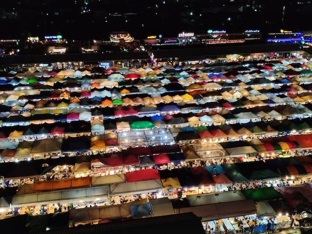 Tourist attraction : Train night market