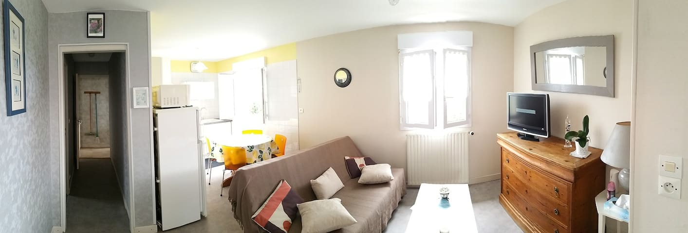 Appartement (Phone number hidden by Airbnb) m de la plage.Parking privé