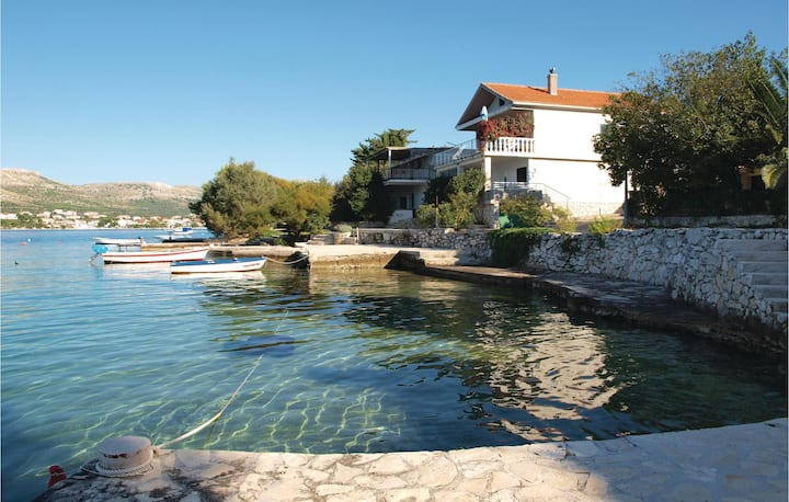 Stunning home in Sparadici with WiFi and 2 Bedrooms