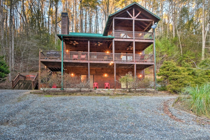 Riverfront 'Rosewater Cabin' w/Hot Tub, Game Room!