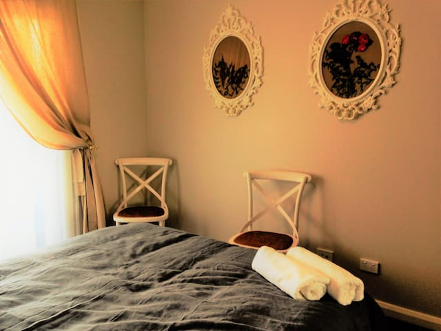 Ivy and Roses Boutique Apartments - Franklin - Flat