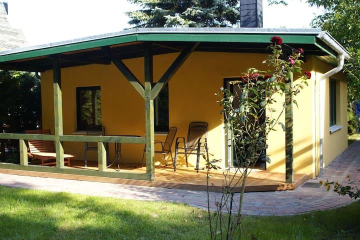 Modern bungalow in Teßmannsdorf bij het bos en de kust
