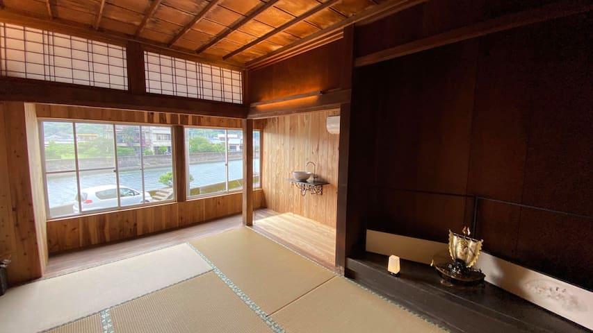 屋久杉楼 七福(川を眺める2階の畳のお部屋)