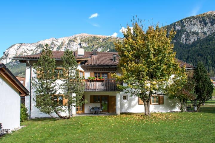 Idyllisch gelegene heimelige Ferienwohnung (Nr. 5) - Andeer - Lägenhet