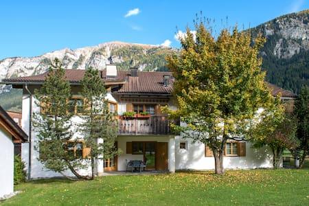 Idyllisch gelegene heimelige Ferienwohnung (Nr. 5) - Andeer - Wohnung