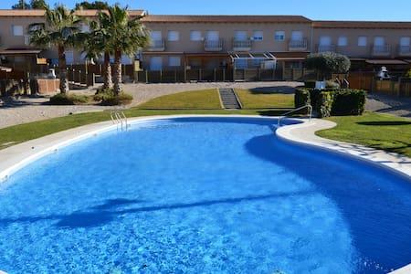 Casa en Torredembarra con jardín y piscina. - El Castell de Montornès - Hus