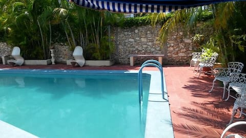 Relax with pool in Habana:Hostal Mayda