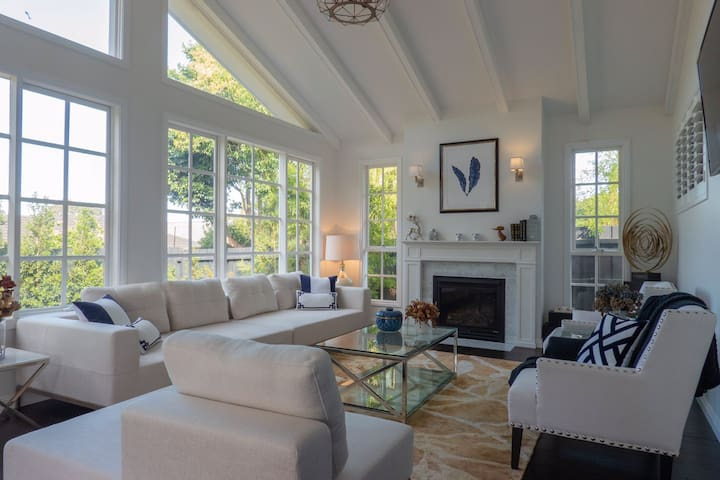 Luxurious 3 bedroom Hampton Style house