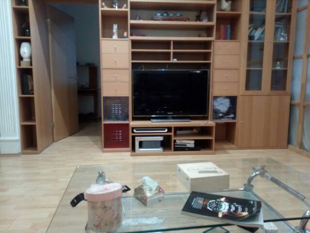 Уютная комната в просторной квартире студии