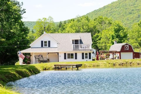 Scenic farmhouse with a private pond in Arkville