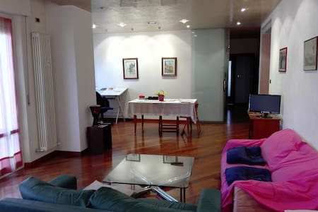 Nice room for single or couples - Verona - Wohnung