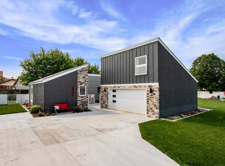 Prairie Contemporary. A stay as unique as you are!