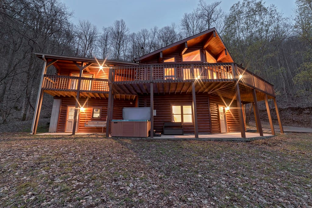 Little Bit of Heaven - 4 Bedroom, 3 Bath Cabin with Game Room & Long Range Mountain Views.