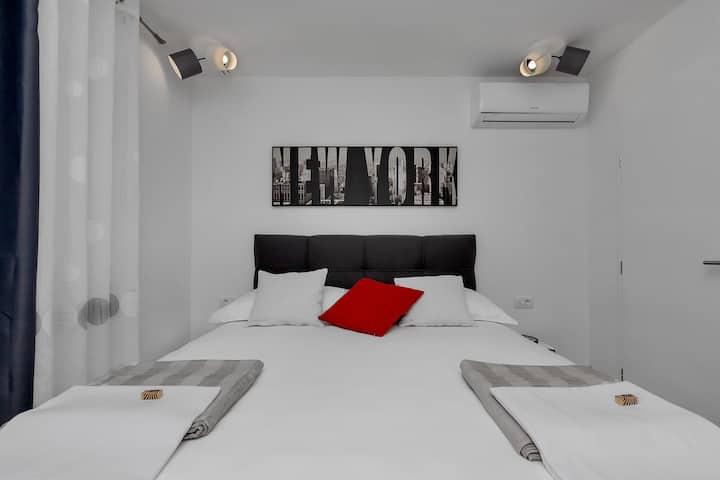 Strada Tučepi-Two bedroom apt. with balcony (Red)