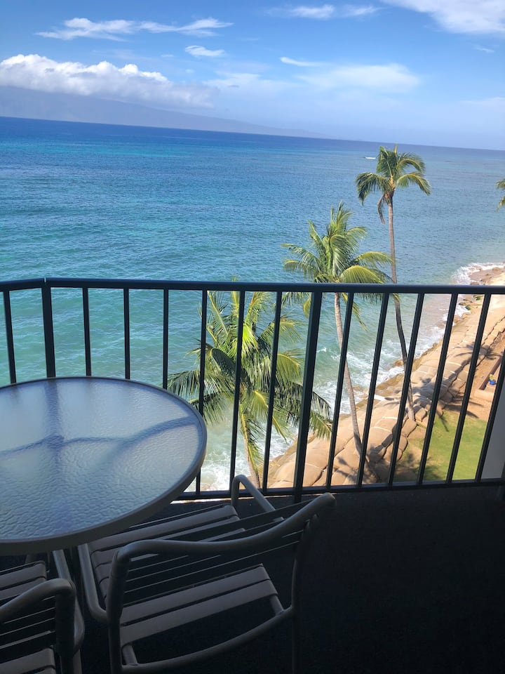 Kahana beach studio ocean front unit with beach
